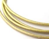 LRD0120055) 1 meter of 2.0mm Maina Metallic Round Leather Cord