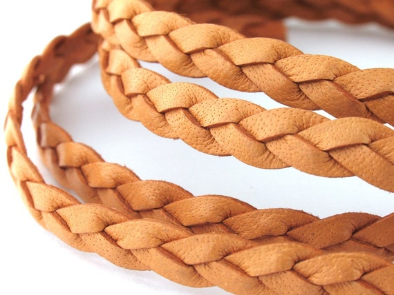 LFB0733801) 1 meter of 3x3mm Natural Flat Braided Leather Cord