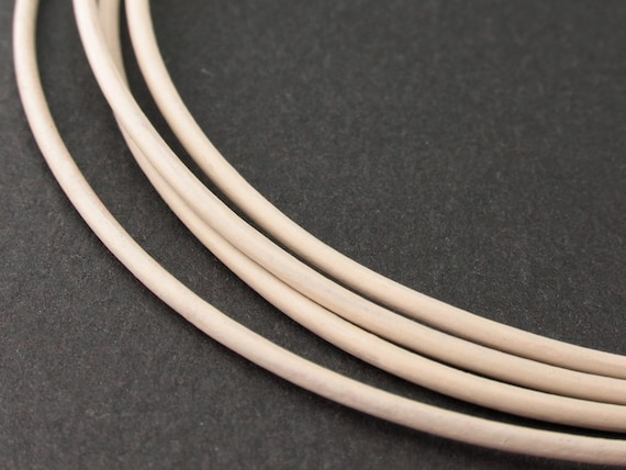 LRD0115028) 1 meter of 1.5mm Petal Round Leather Cord