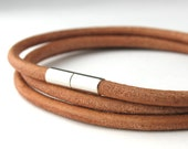 MCBC010419) 3mm Genuine Round Leather with Stainless Steel Magnetic Clasp Bracelet (19cm)