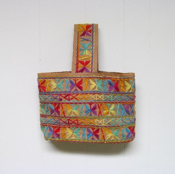 Vintage 1970s Tote Bag / 70s Ethnic Boho Jute Purse / Embroidered Handbag