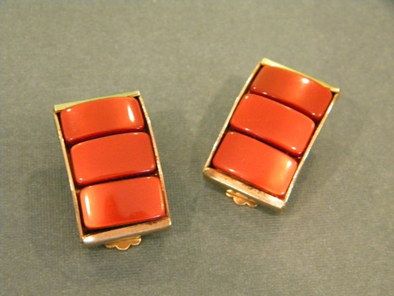 Brown thermoset clip on earrings