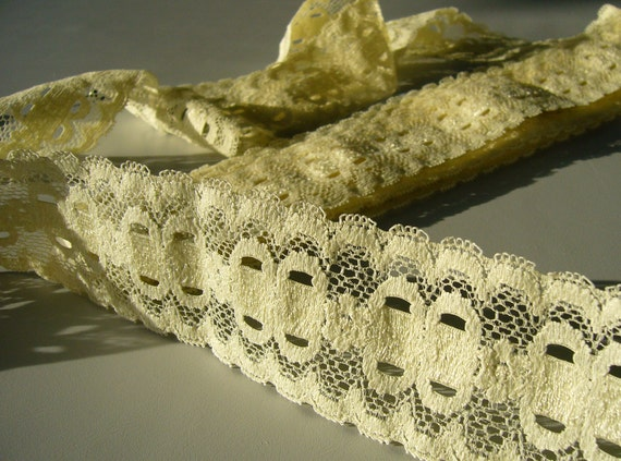 Vintage Stretch Lace / Pale Yellow/ Double Sided Vintage Lace By The Yard / Destash Lace