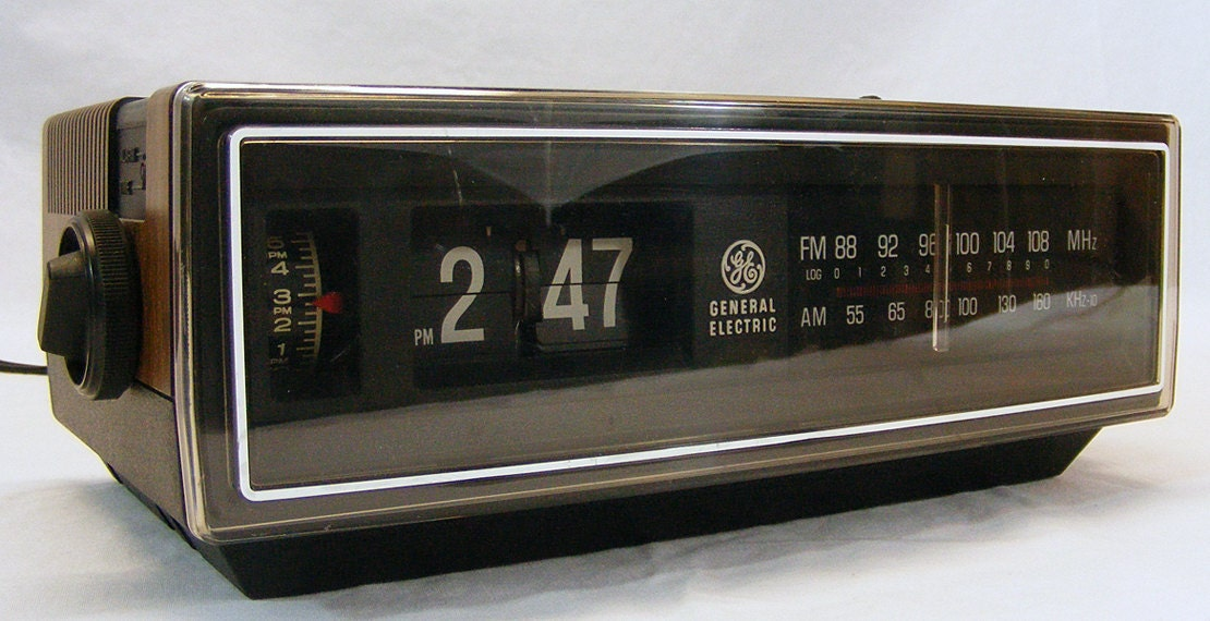 on sale working vintage 70 39 s ge flip alarm clock radio. Black Bedroom Furniture Sets. Home Design Ideas