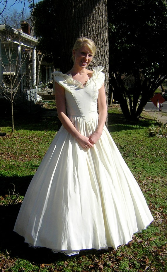 Reserved for STEWART - vintage 1970: TD4 ELETRA a-line wedding gown / prom dress / ball gown