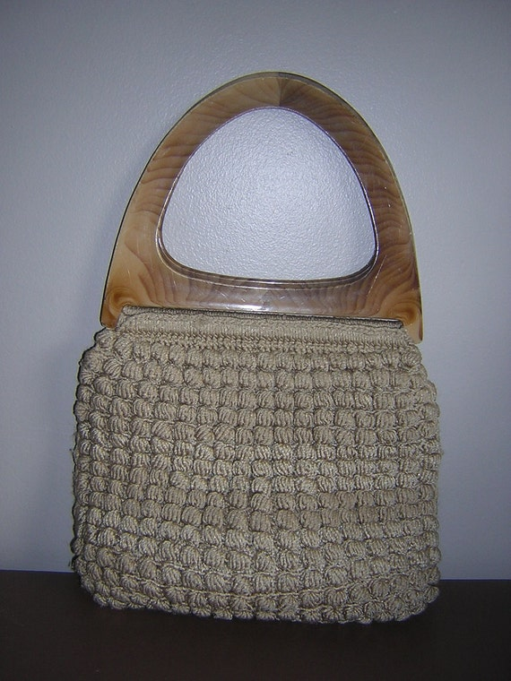 FALL SALE - Vintage 1960s beige and wood-toned lucite crochet / knit / macrame boho satchel / handbag / purse / shoulder bag