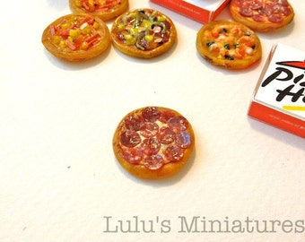 Dollhouse Miniature Food - Pepperoni Pizza with Take Away Box - 1/12 Scale