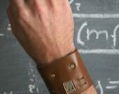 The Cufflink - leather 2Gb, adjustable bracelet - medium brown