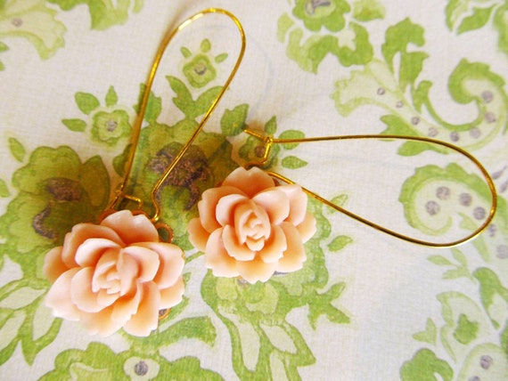 Romantic and lovely Flower earrings, Simple Earrings, dusty pink, gold plated wire hook,
