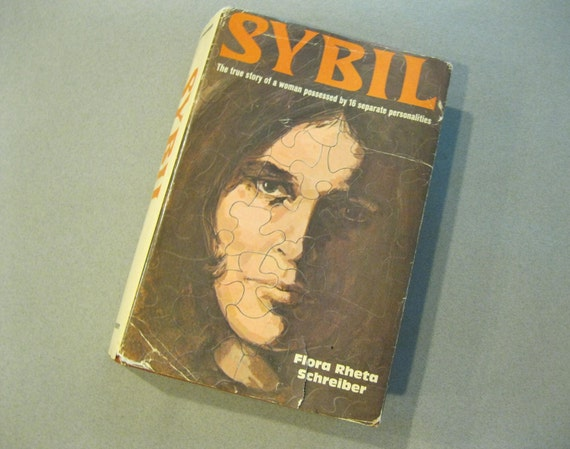 vintage 70s Hardcover Book, SYBIL The True Story of a Woman Possessed by 16 Separate Personalities