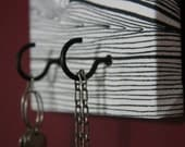 "Jewelry / Accessory / Key Hanger in Black/Brown and White ""Wood"" Pattern"