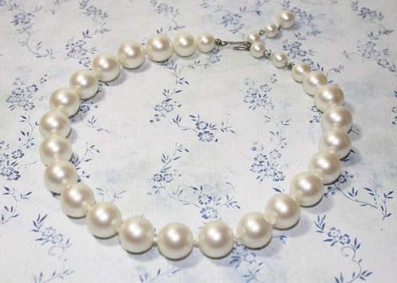 Vintage Large White Faux Pearl Beaded Choker Necklace - 14.5""