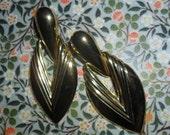 P34 Large gold look shape genuine vintage 1980s earrings