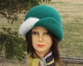 """Retro Knit Felt """"Stewy"""" Hat Cloche Green and White"""