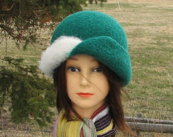 "Retro Knit Felt ""Stewy"" Hat Cloche Green and White"