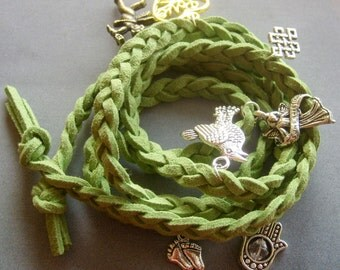 Hand Knited Vintage Style Disney Bracelet With Pendant  T1975