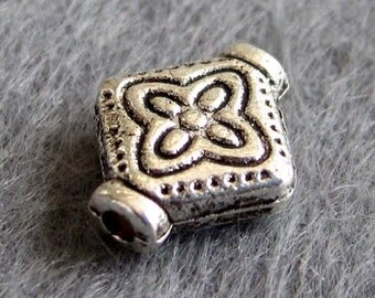 20Pcs/20Pieces Charm Vintage Style Alloy Metal Design Flower Shape 2Faces Beads Finding Supplies Jewelry 10mm x 8mm   ja315