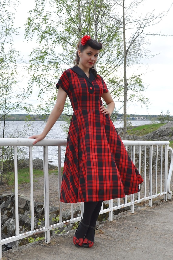 SALE Vintage style plaid dress, black and red plaid cotton with a swing skirt, size US 8
