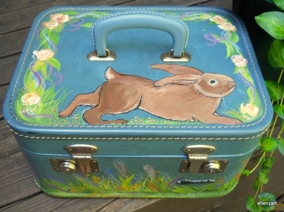1950s Handpainted Bunny Monarch Train Case