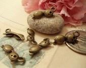 10 pcs of Antique Bronze 3D Cute Little Sunglasses Charm Pendants Drops C30-Rd1