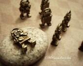 Lot of 10pcs of Antique Bronze 3D Robot  Charms Pendants Drops J43