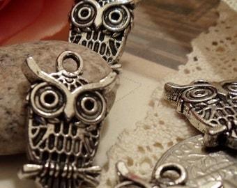 6 pcs of Tibetan Silver Cute Owl Charms Pendants Drops A28-Rd