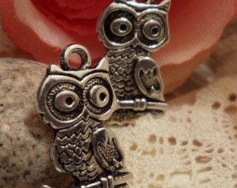 8 pcs of Antiqued Silver Lovely Owl Sitting on a Branch Charms Pendants Drops A27-Rd