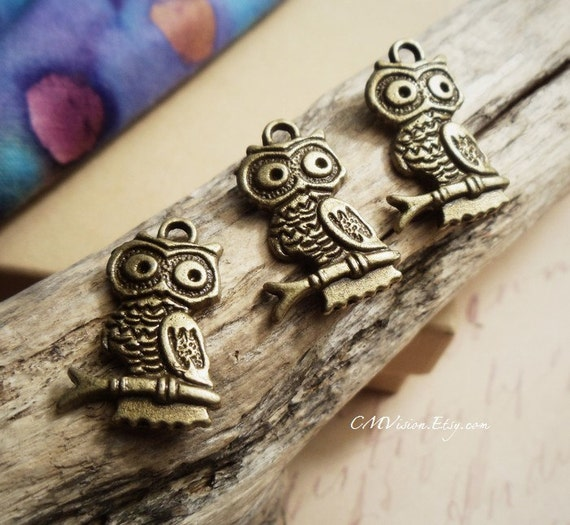 8 pcs of Antique Bronze Lovely Owl Sitting on a Branch Charms Pendants Drops A24-Rd