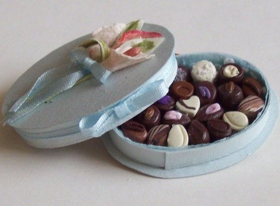 Handamade 1/12 miniature pretty blue oval box chocolates