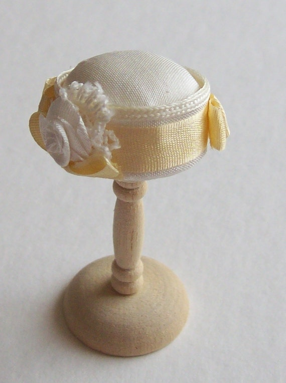 Handmade 1/12th scale dollshouse moulded ivory silk cloche stlye hat