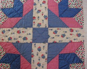 Exquisite Vintage Tulip Quilt with Excellent Handquilting-1930's