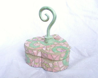 Hooked on you... Mosaic Heart Box with twirly knob, shabby chic