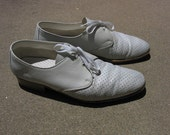 Vintage 1990s Men's ecru perforated leather Shoes Size 10.5 F