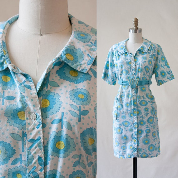1960s Floral House dress - apron dressing robe - Pearl Snap Buttons - Peter Pan Collar - Large