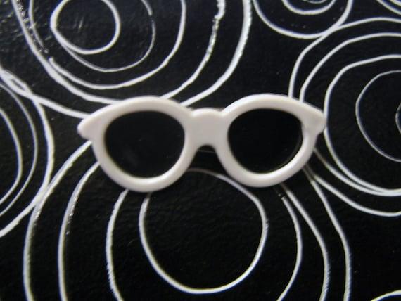 Retro Fashion Pin Miniature White Sunglasses Brooch 80s