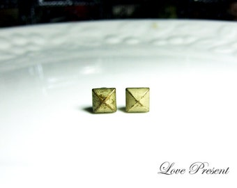 Rock N Roll and Punk  Pyramid earrings stud style - Color Vintage Anti Brass Patina Verdigris