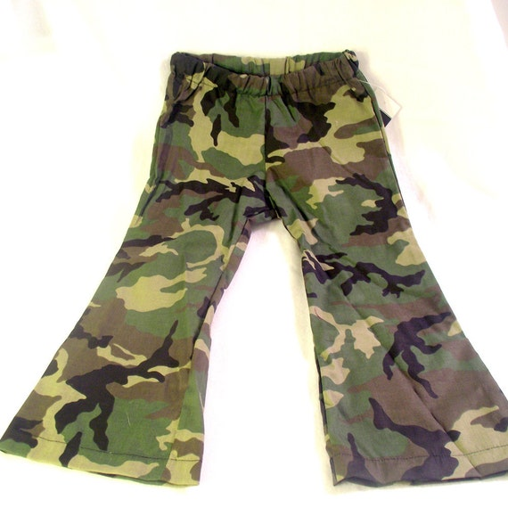 This is for a girls size Large Real Tree Pink Camo Pants. These have belt loops, zip up the front with top button, two front pockets, two button back pockets, the material is 60% cotton and 40%.
