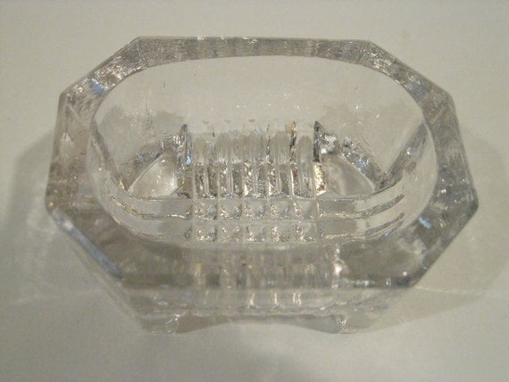 Cut glass salt dish / cellar
