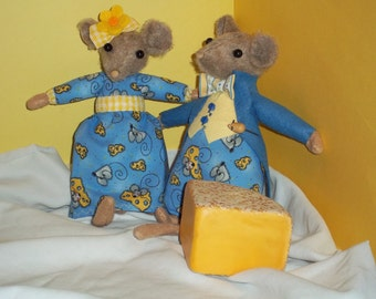 Cheesy Mouse couple in print outfits OOAK