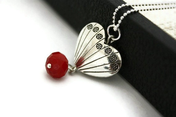 SAle Scalloped heart pendant necklace birthday gifts for women