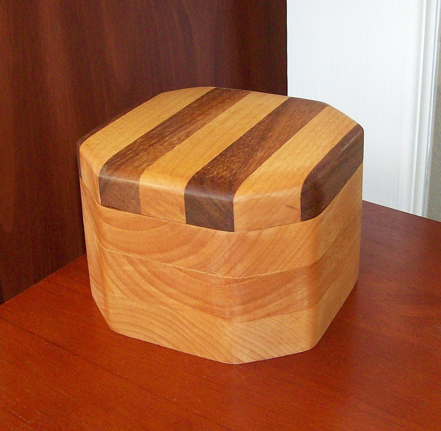 Octagon shape wood box with a circular center and laminated for Circular wooden box