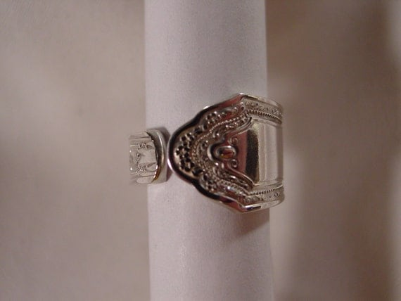 Vintage spoon ring size 5..........D/1/60