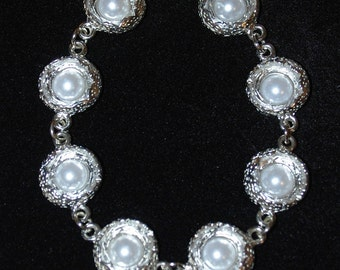 White pearl tone center on silver tone 8 inch bracelet with clasp