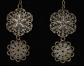 Antique gold tone floral filigree intricate detail dangle earrings