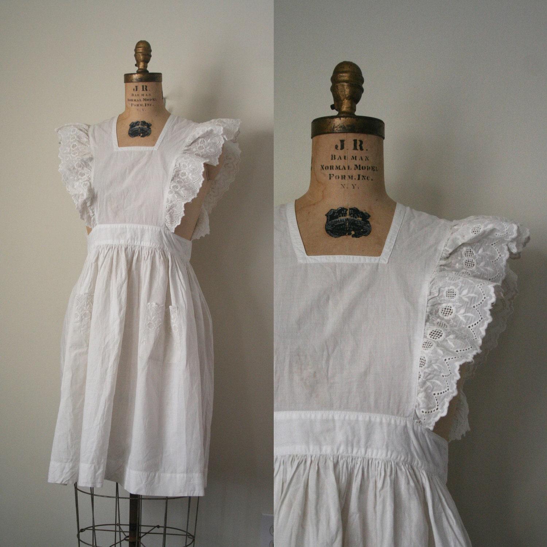 White apron pinafore -  Zoom