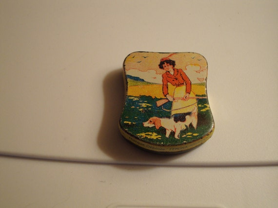 RARE Vintage 1902-1910 Lithographed French Mint Tin: A Woman Hunting With Her Dog - Magnificent