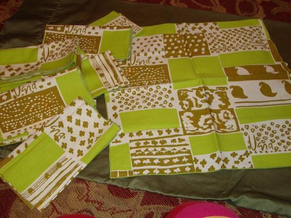 8 Signed VERA Vintage Cotton NAPKINS: White, Olive and Lime Green - TERRIFIC Set