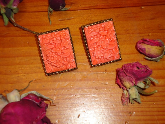 Fantastic Hand CARVED CORAL CELLULOID Vintage Clip-On Earrings