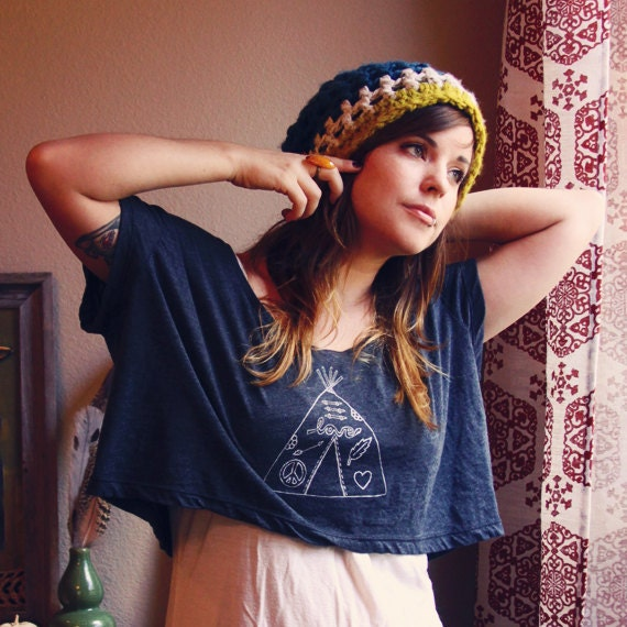 CROP TOP tshirt with hippie tee pee on GRAY