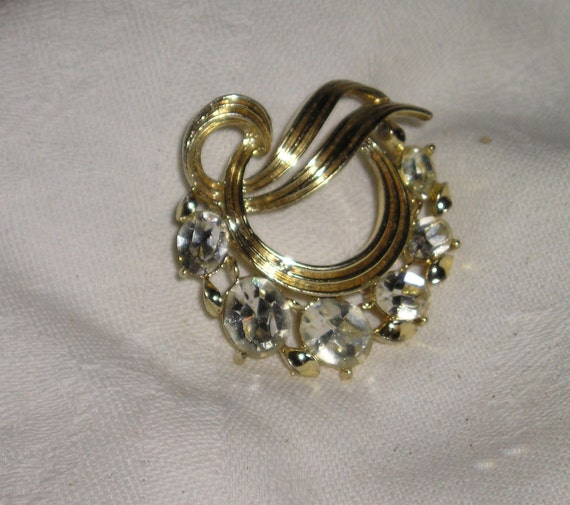 Lisner Rhinestone Circle Pin/Brooch from Carla's Viintage Finds